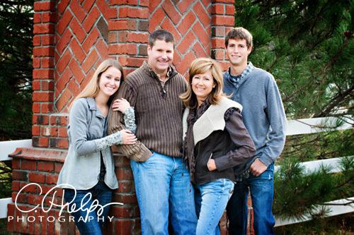 : family : The most amazing senior picture experience in Omaha, Nebraska, South Dakota, Iowa Wisconsin
